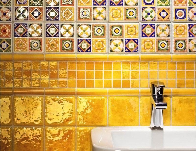 Комбинация мозаики, стандартной плитки и полуцилиндров