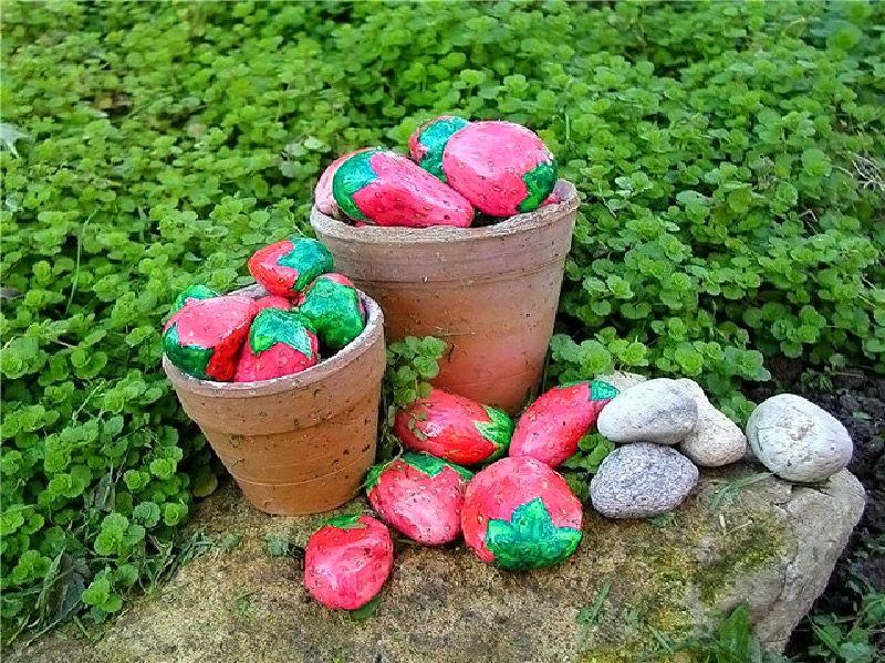 При аккуратной работе художника эти крупные ягоды сложно отличить от натуральной клубники