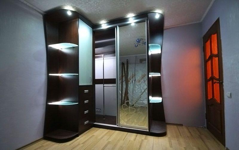 Шкаф с оригинальной подсветкой