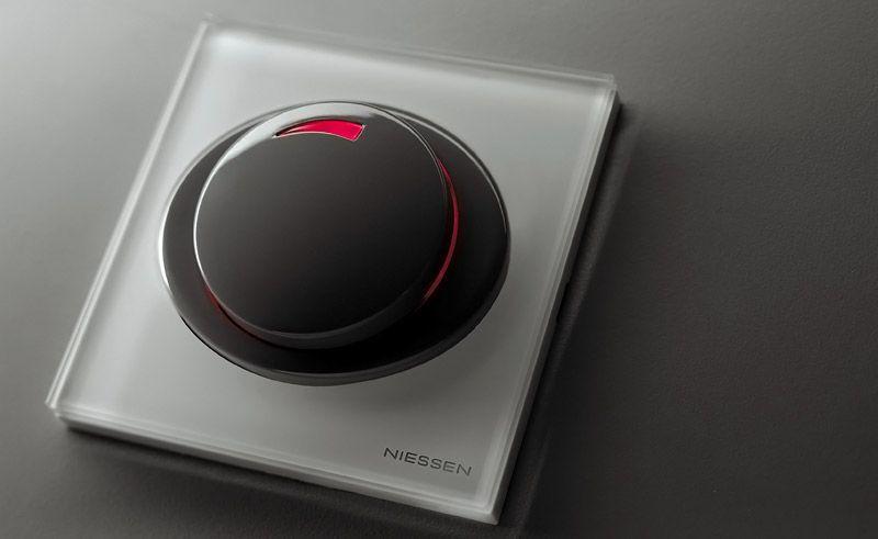 Лучше использовать выключатели с подсветкой. Для лишенного естественного притока света помещения этот прием очень важен