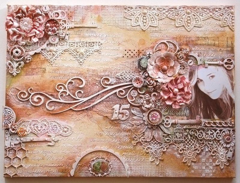 Кружева, салфетки и фотографии объединились в одной композиции