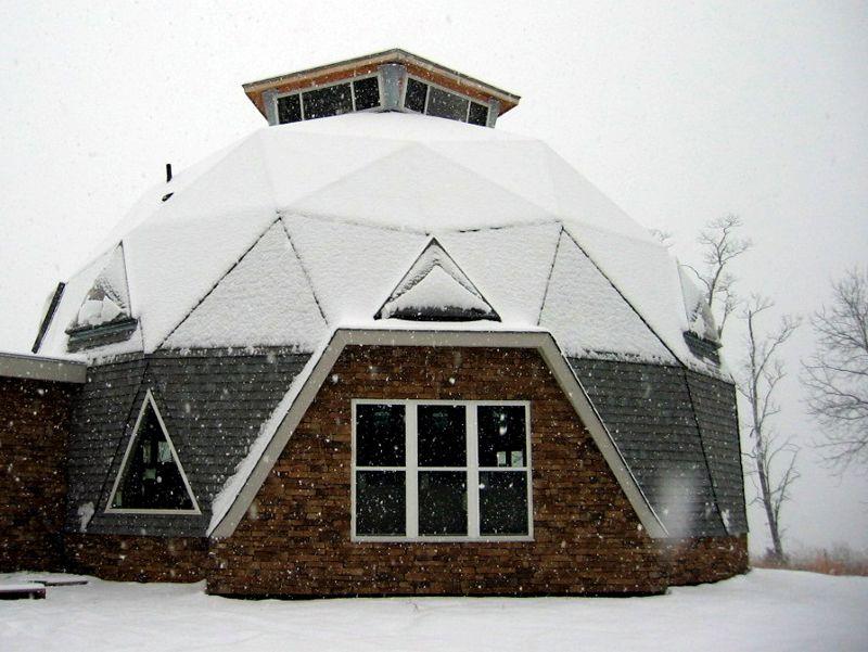 Основательная конструкция из кирпича