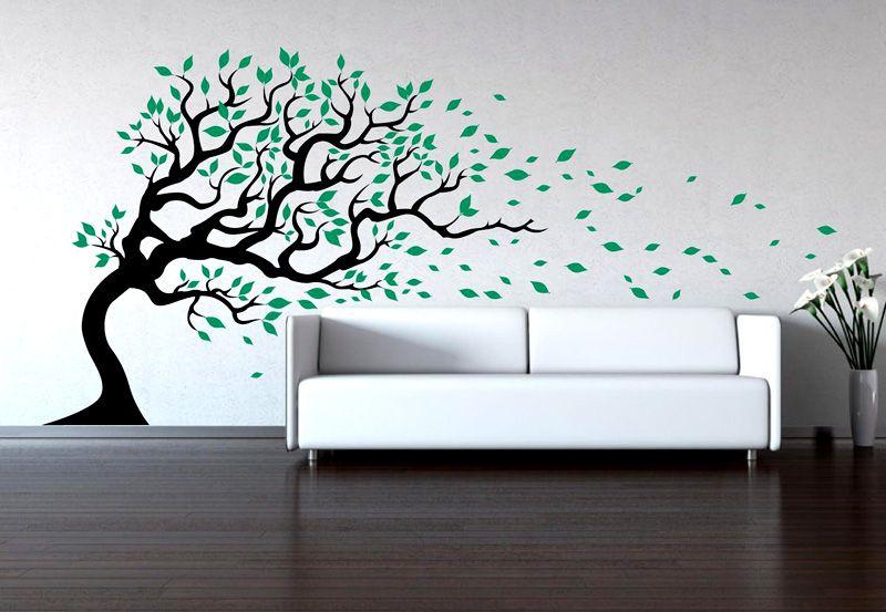 Особенно привлекательно смотрится рисунок дерева с ветками и листьями, распространяющимися на потолок