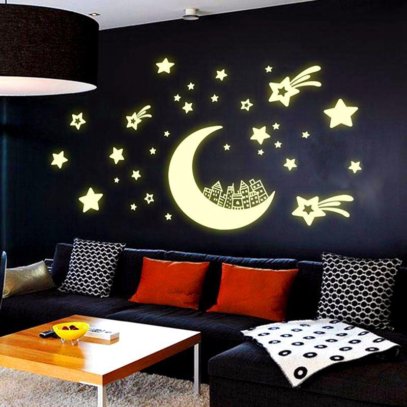 В спальной комнате можно использовать фосфорицирующие краски, в этом случае после выключения света комната примет совершенно фантастический вид