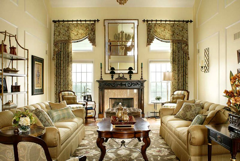 Интерьер в классическом дизайне и симметричные шторы с ламбрекенами