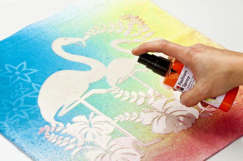 Чтобы добиться качественного результата для нанесения рисунка используют валики, губки или краску в баллончиках