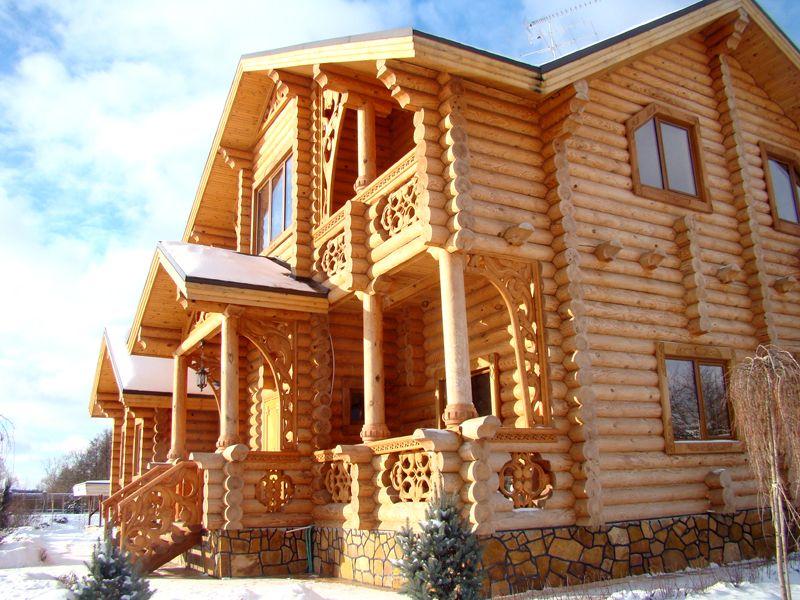 Крыльцо является неотъемлемой частью фасада в едином с ним стиле