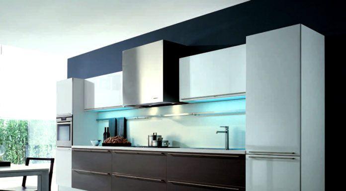 Минимализм – во главу угла поставлена практичность и чистота. В декоре отсутствуют лишние элементы, внимание привлекает яркий и простой по форме фасад