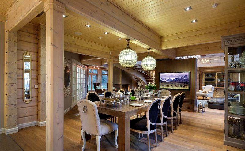 Такой вариант столовой подходит больше для домов для приема гостей, нежели для постоянного проживания