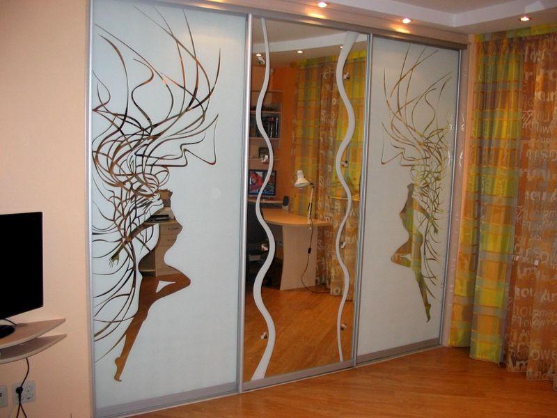 Шаблонное изображение на мебели