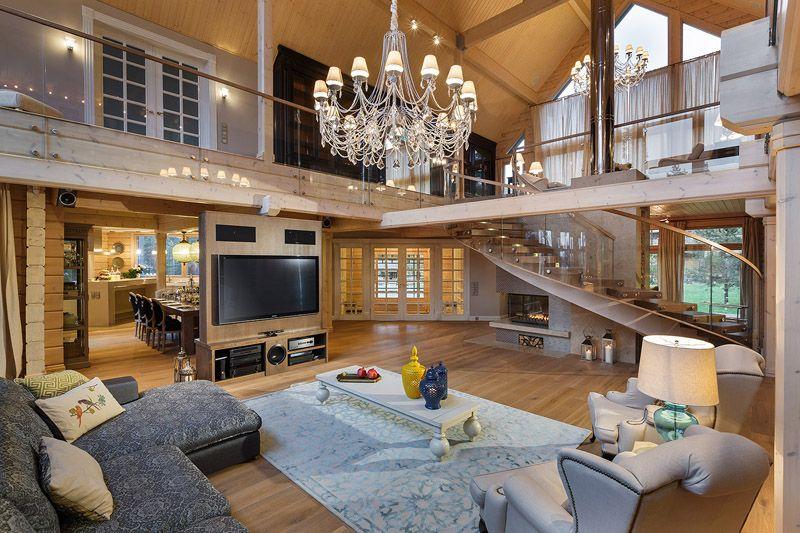 Такой вариант гостиной доступен в настоящих особняках
