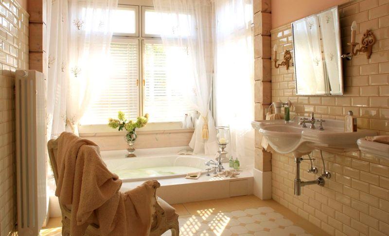 Большие окна дают ощущение пространства и больше естественного освещения