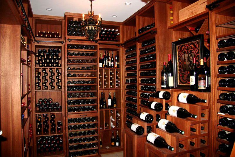 Специальные шкафы для хранения бутылок с вином
