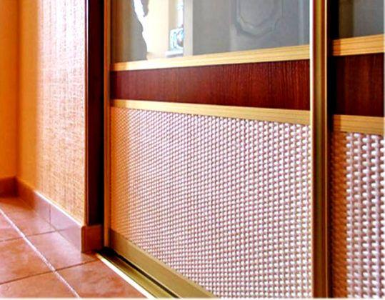 Элементы дверей из ротанга весят мало. С их помощью можно улучшить микровентиляцию внутреннего объема