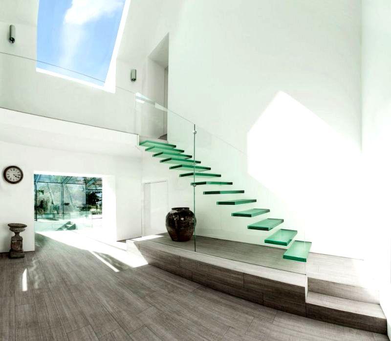 Лестницу можно сделать «невидимой», если создать ее из стекла