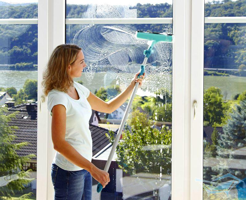 Для мытья больших поверхностей используются специальные приспособления