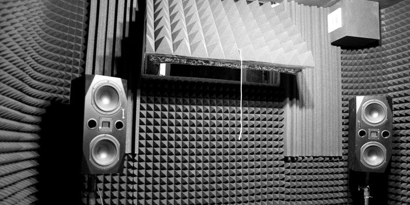 Такой изоляцией блокируют распространение звука от мощных акустических систем