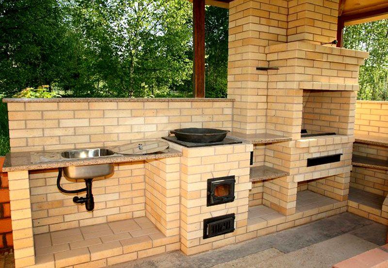 Функциональная конструкция с печью, казаном и раковиной