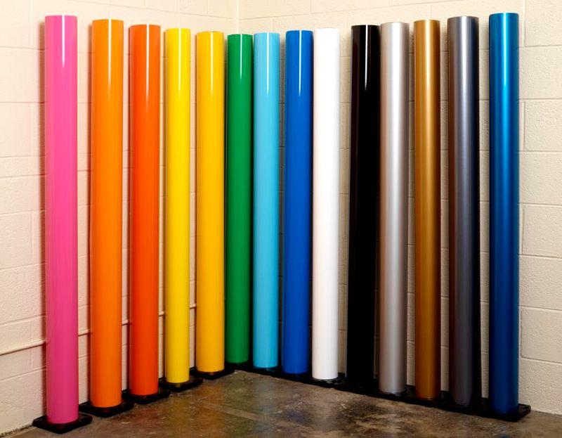 Кроме стандартного цветового ряда выпускают изделия с поверхностями, имитирующими металл