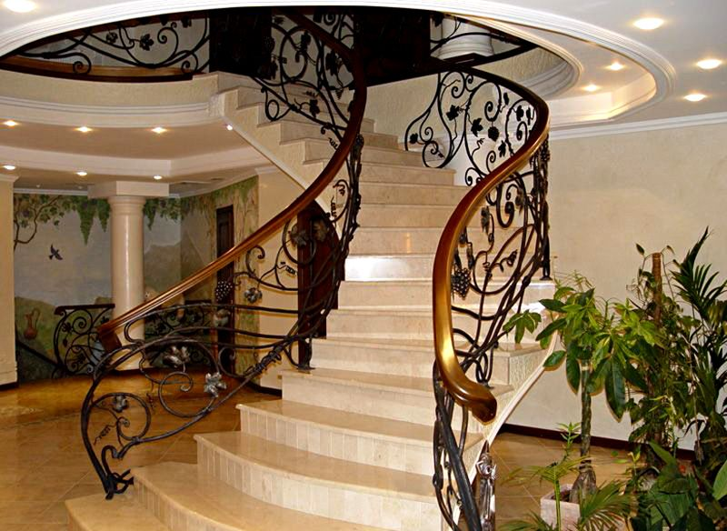 Кованые лестницы фото в интерьере
