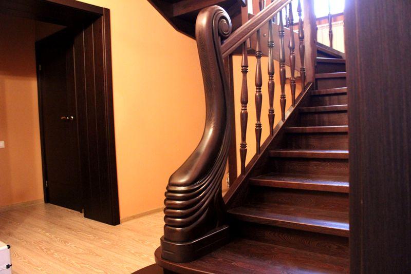 Для роскошных классических интерьеров хорошо подходит древесина ценных пород