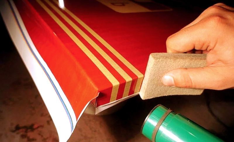 Для закрепления пленочных материалов на углах понадобится строительный фен