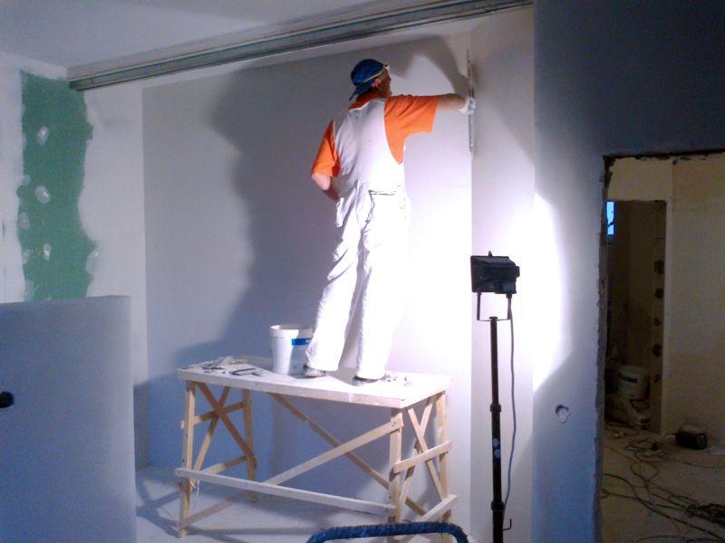 Для работы на высоте пригодятся подходящие по размерам подмостки