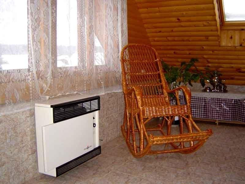 Мощный стационарный обогреватель способен обеспечить комфортные условия при низкой температуре воздуха снаружи. При подобном оснащении дачей можно пользоваться круглый год