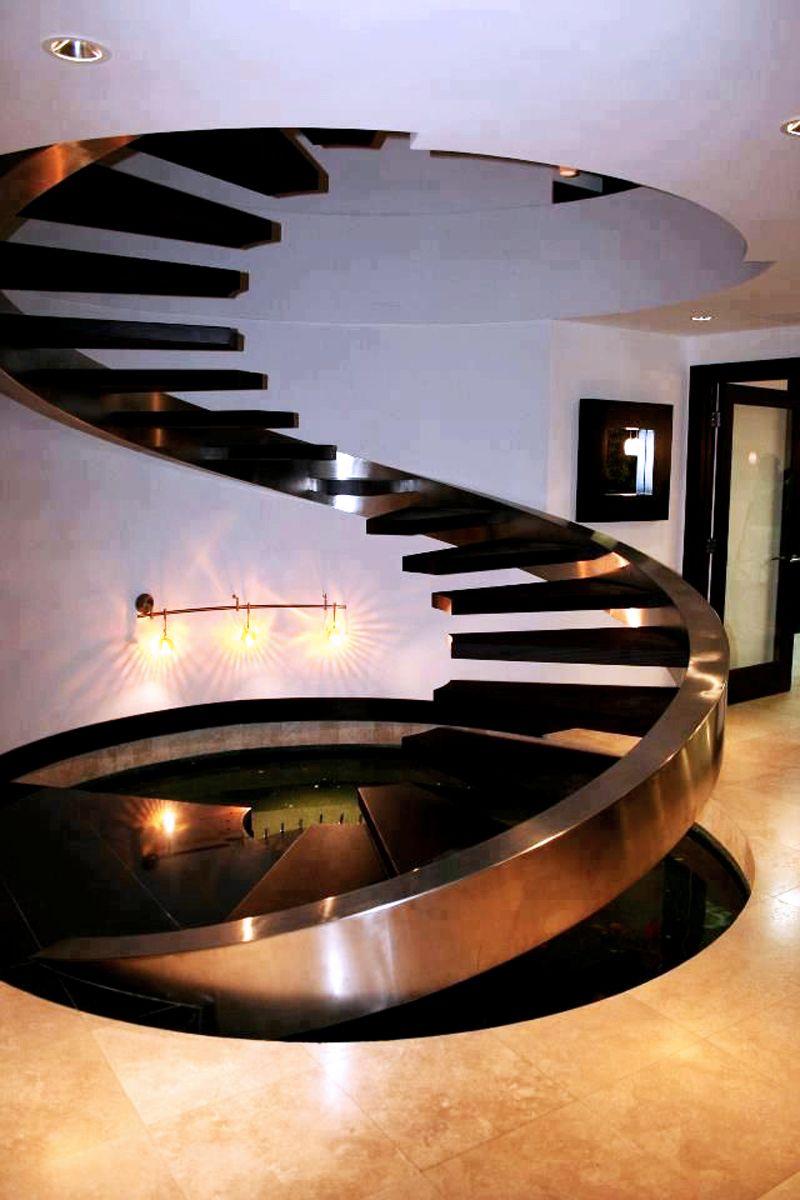 Создание такой лестницы металлической на второй этаж также лучше поручить профессионалам