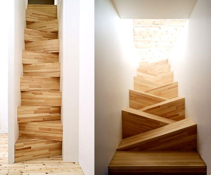 Такую лестницу на мансарду в небольшом доме можно построить собственными силами