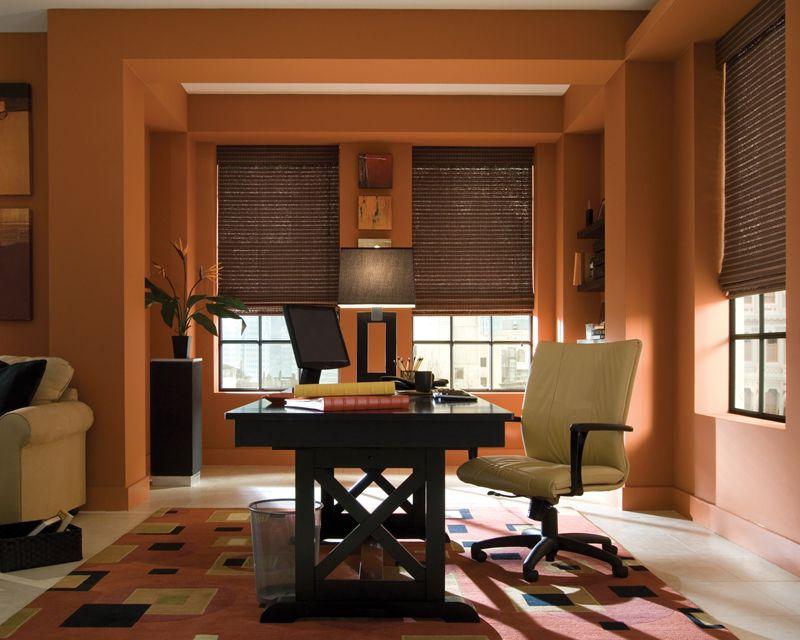 Для рабочего кабинета стоит подобрать лен или органзу, пропускающую свет