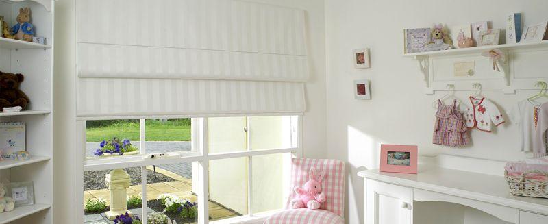 В детскую и спальню лучше взять плотные ткани, надёжно скрывающие комнату от солнечного света. Для этой цели подходит плотная синтетика, которая легко очищается и обладает низкой светопроницаемостью