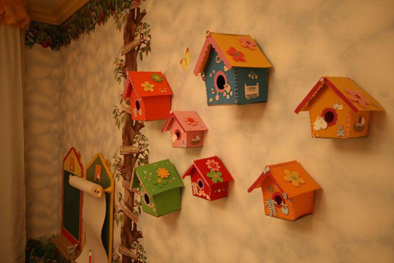 Цветная композиция из декоративных элементов