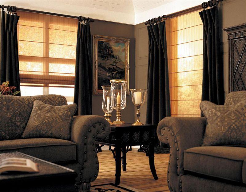 Полупрозрачные жалюзи создают в комнате уютную атмосферу