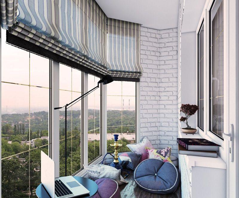 Для небольшого пространства балкона подходит лаконичный дизайн занавесей без лишних складок и драпировок