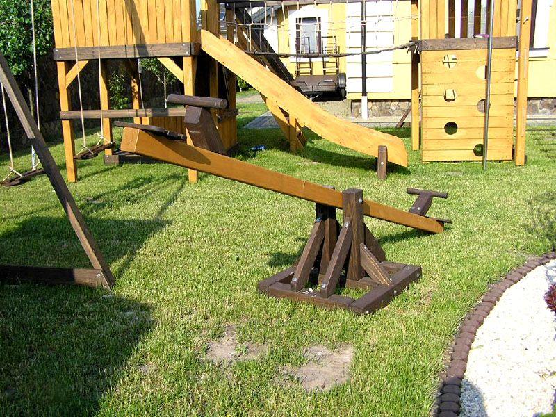 Качеля-балансир станет превосходным дополнением любого детского комплекса