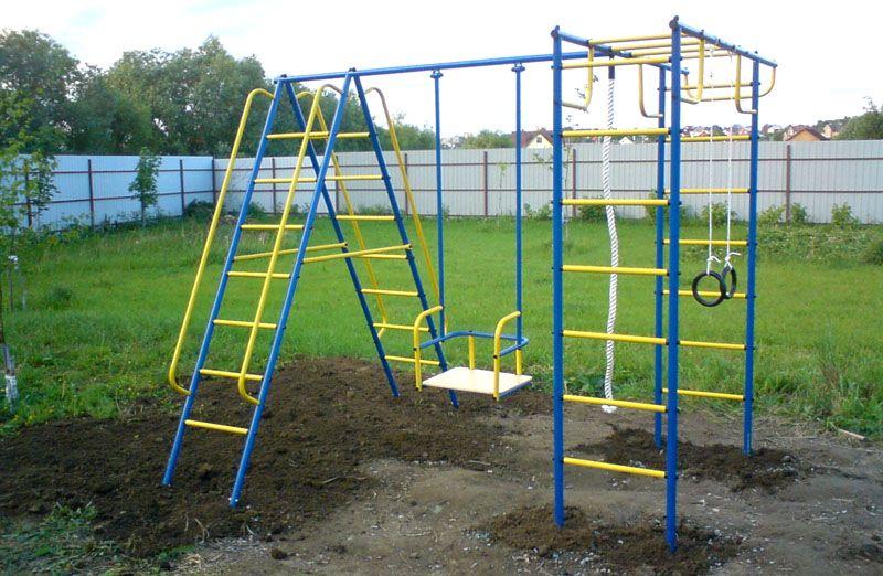 Использую разные спортивные снаряды можно сделать целую детскую площадку у себя во дворе