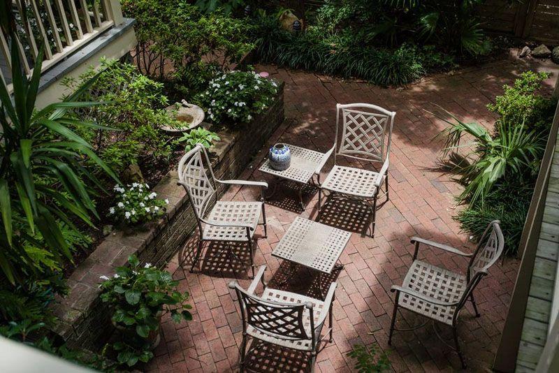 Даже маленький дворик можно красиво и оригинально оформить