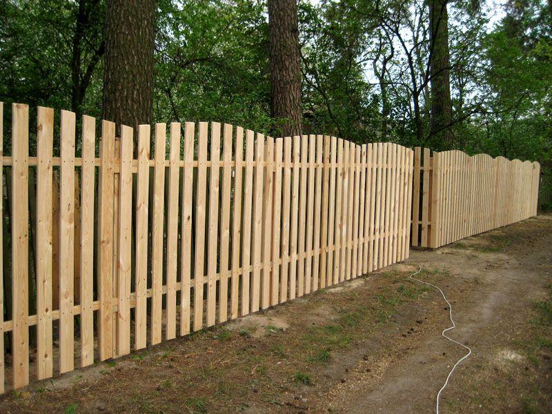 Аккуратный деревянный заборчик