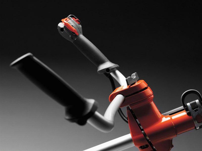 «Велосипедный» руль идеально подходит для сенокоса, когда требуется большой размах на ровном участке