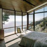 Дизайнеры часто прибегают к панорамным окнам в небольших домах