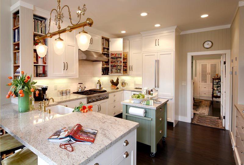 Фото кухни 12 кв. метров. Дизайн интерьера создан на основе классических мотивов
