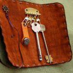 Параметры карманного аксессуара подбирают с учетом размеров ключей