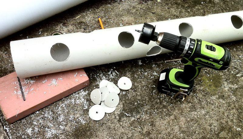 Если для полива используются капельницы, для их подключения потребуется дрель или шуруповёрт