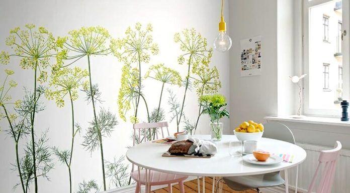В дополнение к настоящим растениям, либо вместо них, используют подобные рисунки