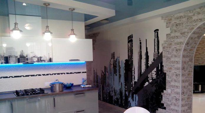 Фото комбинированных обоев для кухни в интерьере
