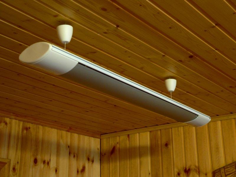 Универсальный конвекторный обогреватель неплохо смотрится на потолке