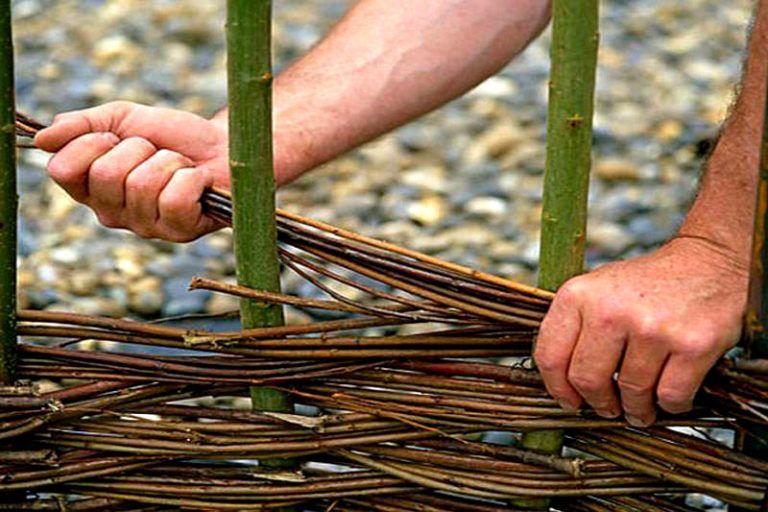 Плетение клумб из ивы своими руками