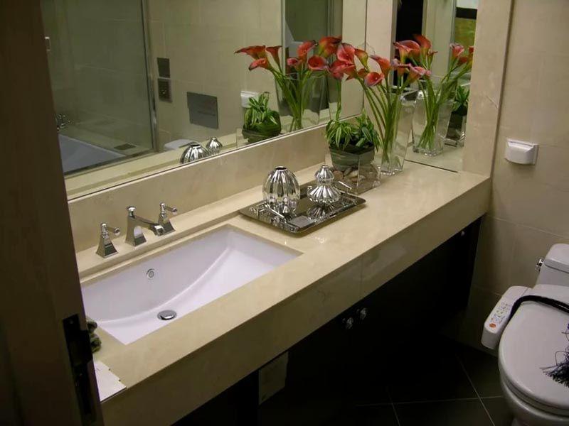 Столешница может быть узкой и длинной, что предоставляет вариант дополнительной поверхности для разных предметов
