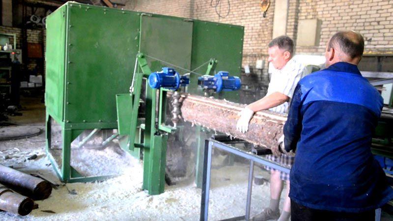 Первый этап обработки бревен